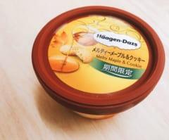 【ハーゲンダッツ】期間限定「メルティーメープル&クッキー」のトロリとしたメープルソースがたまらない美味しさ♡
