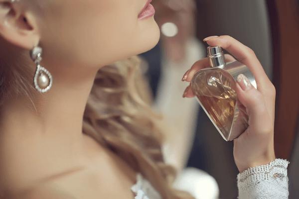 不意にドキッ…♡男が思わず意識しちゃう「女性らしい香り」って?