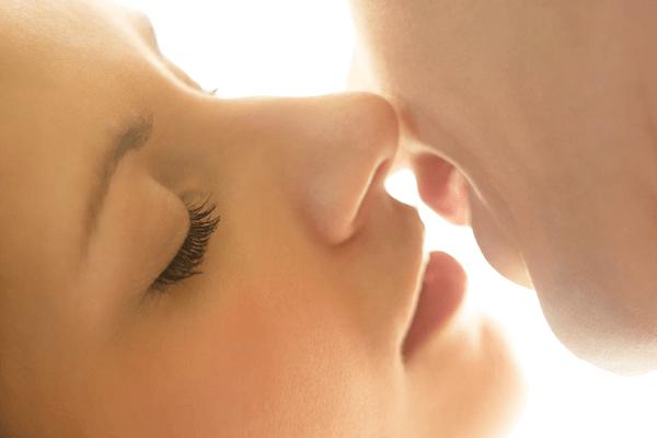 男をエロい気分にさせる「天使キス」のやり方とは