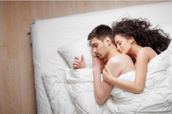 至福の時間すぎる…♡彼氏がドキドキして眠れない「添い寝テク」4つ