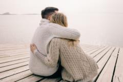 俺の隣に来て♡彼が思わず女性の「抱きしめたくなる表情」とは?