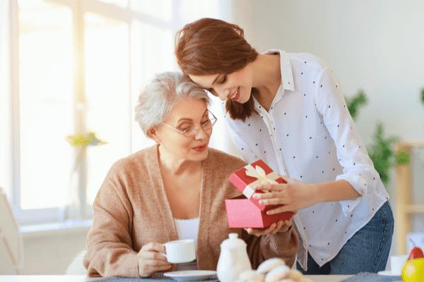 【母の日】「自分のママ」と「彼氏のママ」ベストなプレゼント選びって?
