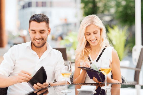 スマートに女性との「デート代を割り勘」する方法って?