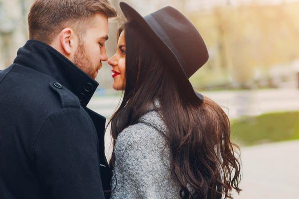 皆には秘密だよ?女性が「付き合う前」にキスする【心理】って?