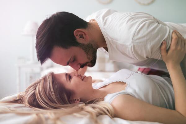 気持ちも性欲も高ぶる!男大興奮なセックス中の「キュン仕草」