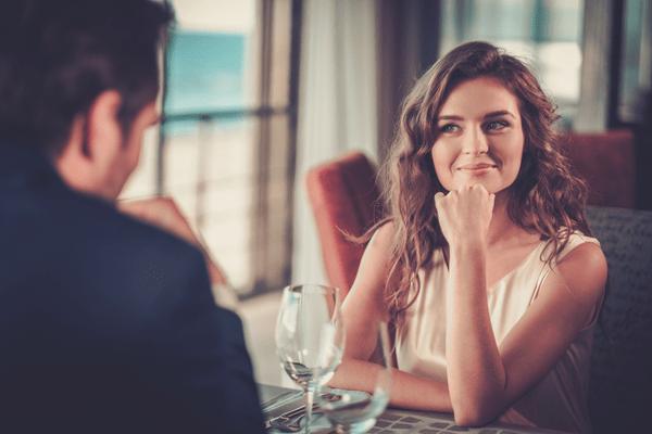 男が「忙しくても会いたい」女性の特徴4つ