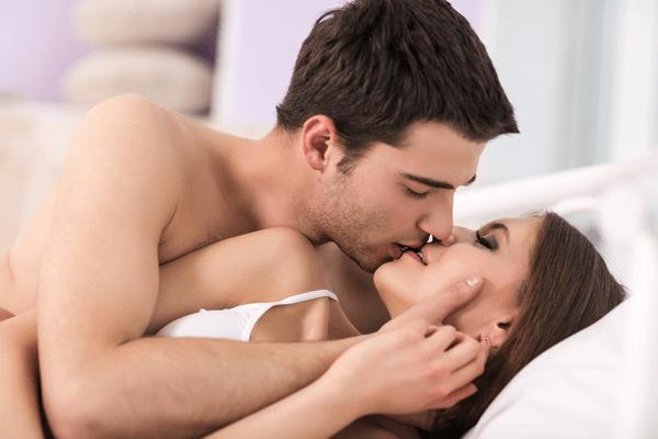 体温急上昇♡女性が「ムラっとするキス」の仕方って?