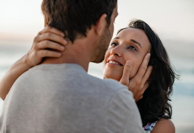 どうする?♡男性の「理性が抑えられなくなる」女性の仕草4選