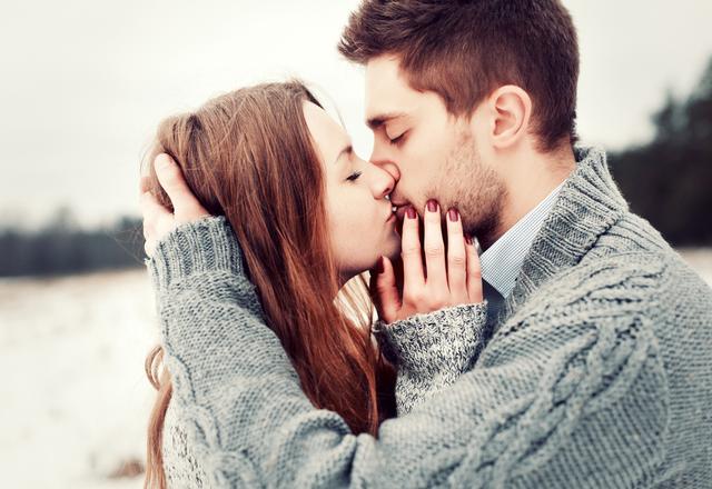 ムラムラ止まらんっ…女性が「夢中になるキスの仕方」4選