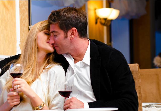 ベッド行くぞ♡彼をその気にさせる「セクシーなキス」の仕方