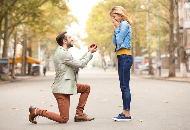 あなたと共に生きたい!男性が「プロポーズしよう」としているサイン