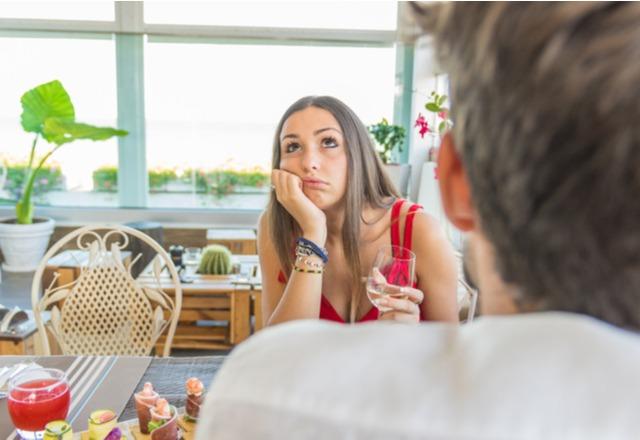 時間の無駄です…女性が【話しててつまらないと感じる男性】の特徴